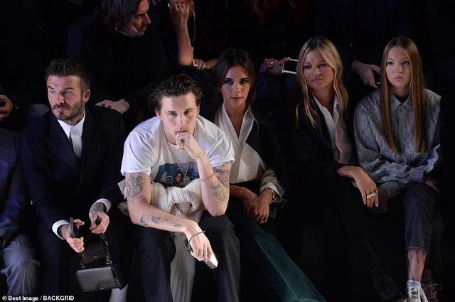 Gia đình Beckham nổi bật khi đi xem show thời trang - 3
