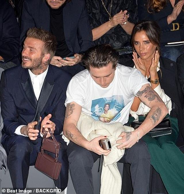 Gia đình Beckham nổi bật khi đi xem show thời trang - 4