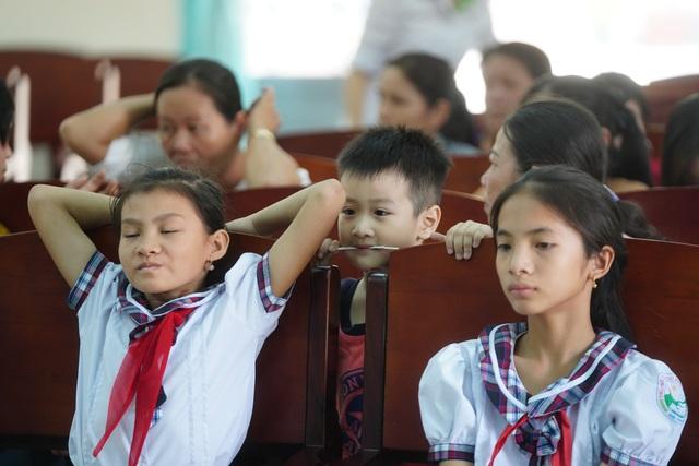 """Báo Dân trí mang """"Xuân Yêu Thương"""" đến với học sinh có hoàn cảnh khó khăn - 6"""
