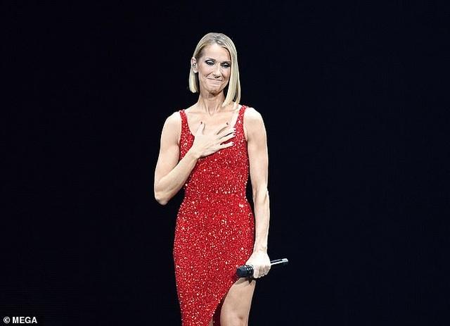 Celine Dion rớm lệ khi biểu diễn ngay sau khi mẹ qua đời - 5