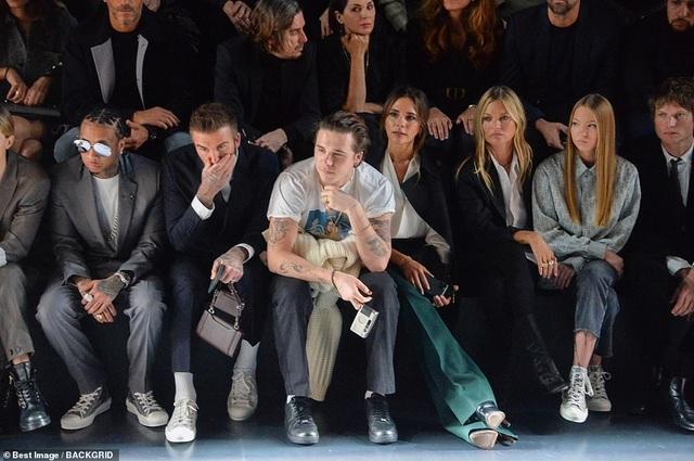 Gia đình Beckham nổi bật khi đi xem show thời trang - 6
