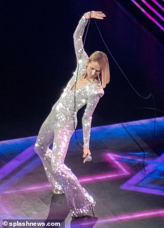 Celine Dion rớm lệ khi biểu diễn ngay sau khi mẹ qua đời - 8