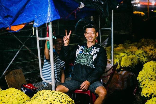 Trắng đêm trông cây ở chợ hoa Tết - 10