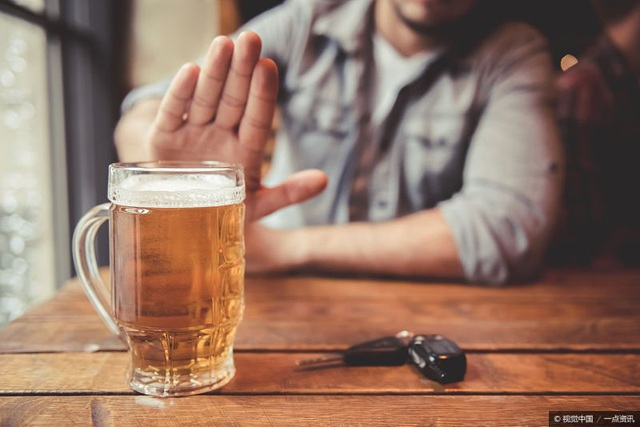 Uống rượu bia nhiều, có dấu hiệu sau phải đi khám ung thư gan ngay - 1