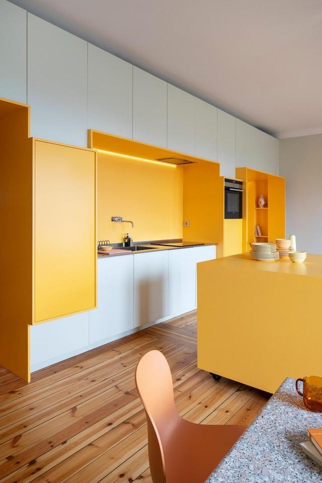 Căn nhà 80 m2 bắt mắt và đầy sức hút nhờ những bức tường sơn vàng ấn tượng - 3