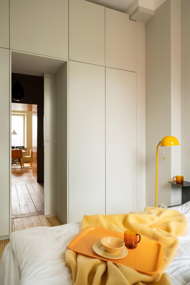 Căn nhà 80 m2 bắt mắt và đầy sức hút nhờ những bức tường sơn vàng ấn tượng - 6