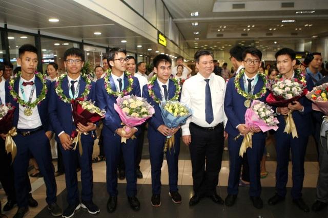 Những tấm huy chương, gương mặt vàng Việt Nam tại các kỳ thi Olympic quốc tế 2019 - 1