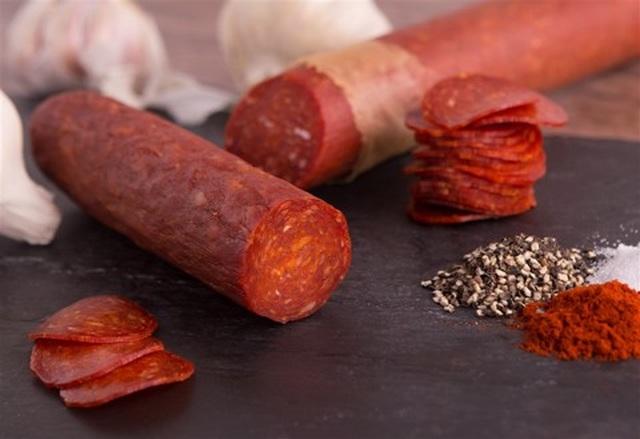 Xúc xích, thịt xông khói được ưa chuộng trong mùa Tết: Tiện dụng nhưng đừng lạm dụng - 4