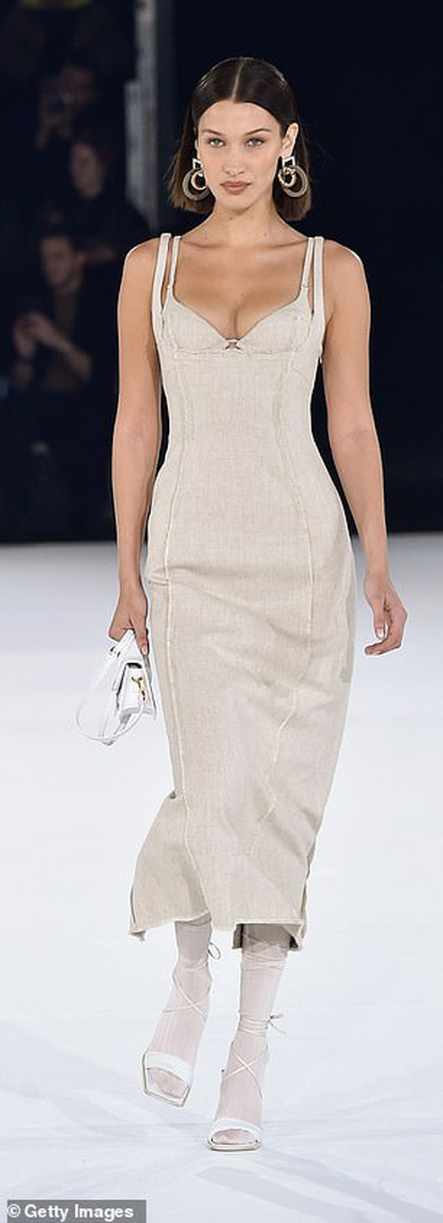 Chị em Hadid nổi bật tại tuần lễ thời trang Paris - 7