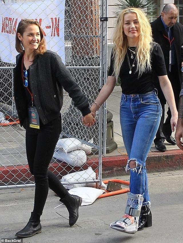 Vợ cũ Johnny Depp có bạn gái mới - 1