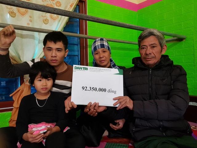 Hai bé thơ ôm người cha liệt giường được bạn đọc giúp đỡ hơn 92 triệu đồng - 3