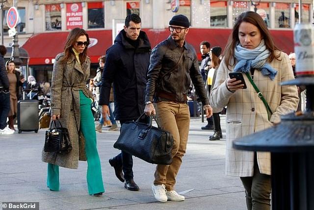 Victoria Beckham sành điệu cùng chồng ra phố - 5