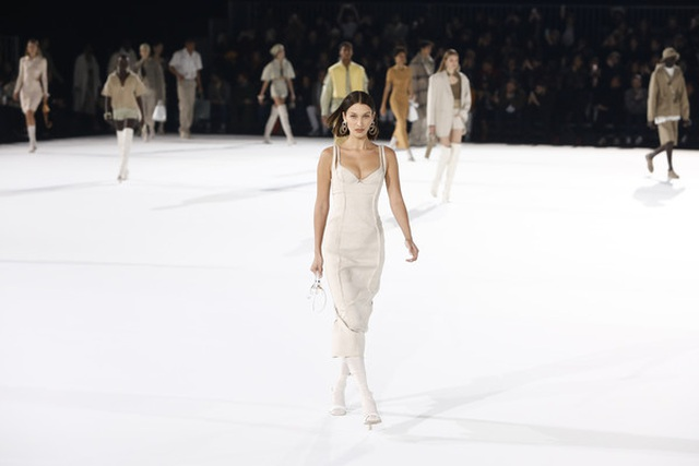 Chị em Hadid nổi bật tại tuần lễ thời trang Paris - 8