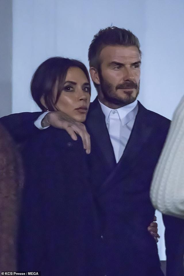 Victoria Beckham sành điệu cùng chồng ra phố - 7