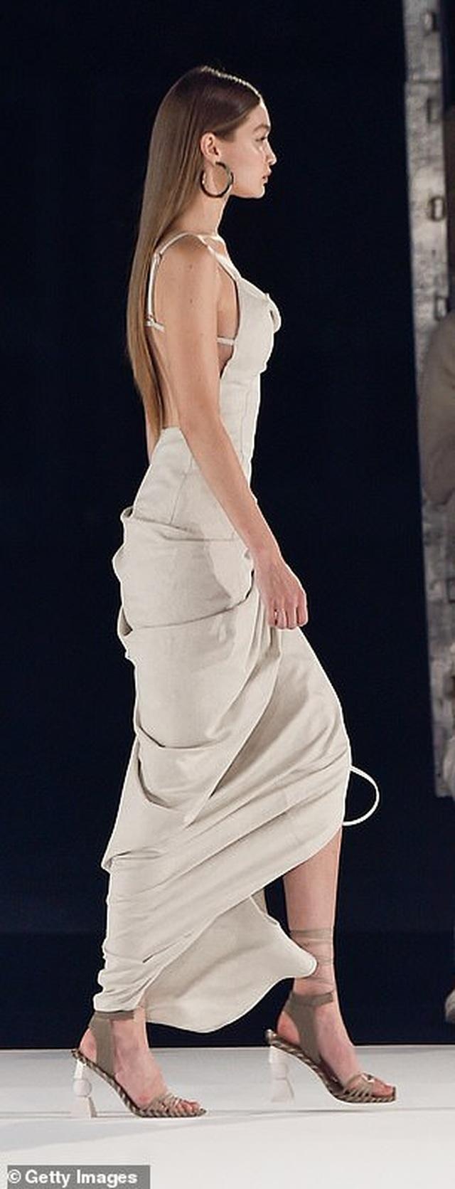 Chị em Hadid nổi bật tại tuần lễ thời trang Paris - 4