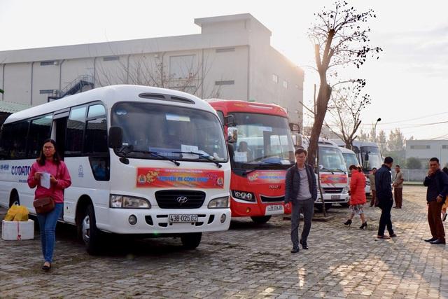 Đà Nẵng: Chuyến xe công đoàn đưa hàng ngàn công nhân về quê ăn Tết - 1