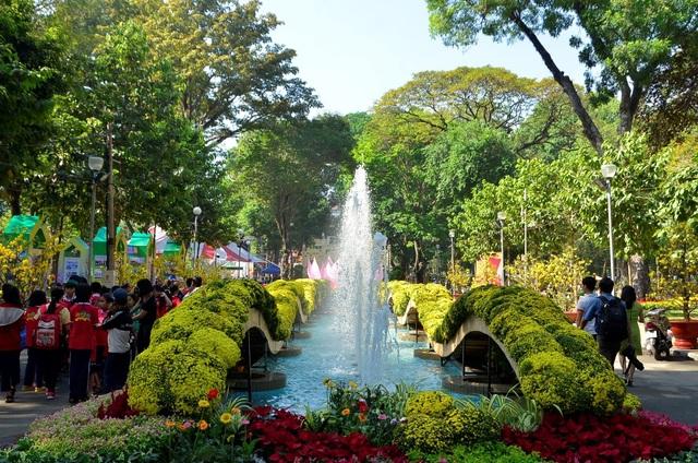 Thưởng ngoạn Hội hoa Xuân và đường hoa Nguyễn Huệ, gửi xe ở đâu? - 1