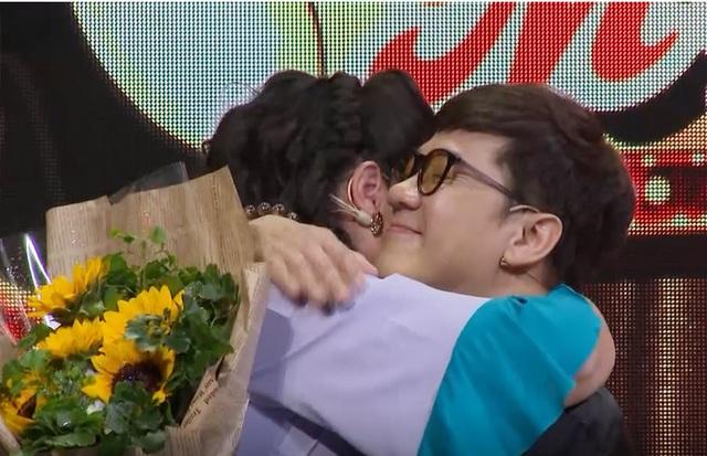 NSND Hồng Vân bật khóc khi chưa từng nói lời cảm ơn với đàn anh Thành Lộc - 14