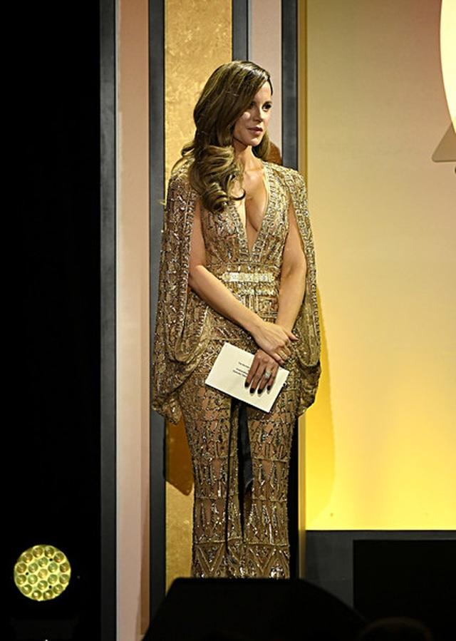 Kate Beckinsale và Eva Longoria đọ dáng gợi cảm - 2