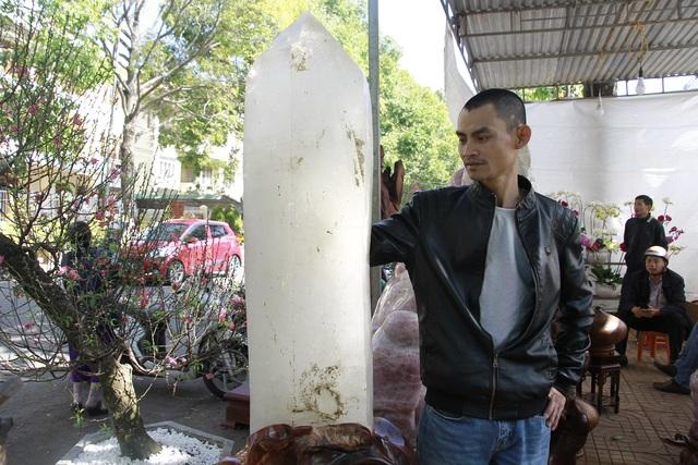 Đá quý hàng trăm triệu đồng được bày bán tại hội chợ xuân phố núi - 4