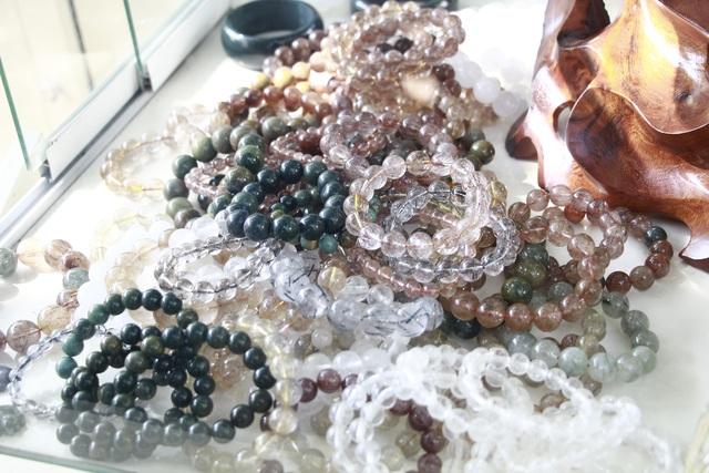 Đá quý hàng trăm triệu đồng được bày bán tại hội chợ xuân phố núi - 9