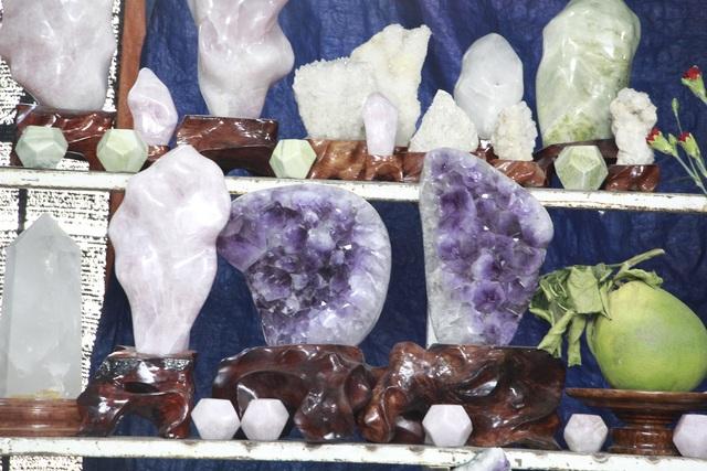 Đá quý hàng trăm triệu đồng được bày bán tại hội chợ xuân phố núi - 8