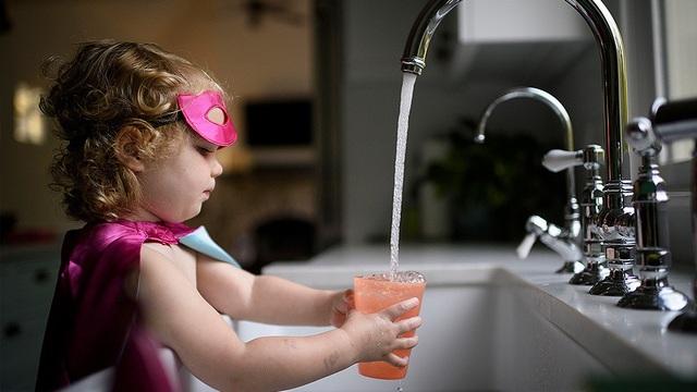 Nước uống trực tiếp từ vòi tại châu Âu gây ra hàng nghìn ca ung thư - 1