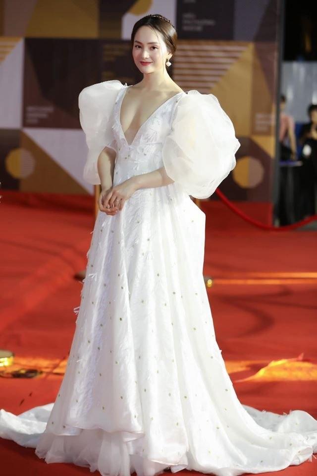 """Hà Hồ diện váy lụa là """"đọ dáng"""" cùng Thanh Hằng trên thảm đỏ - 12"""