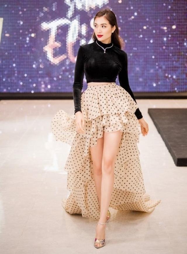 """Hà Hồ diện váy lụa là """"đọ dáng"""" cùng Thanh Hằng trên thảm đỏ - 13"""