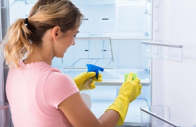 Vệ sinh đúng cách TV, tủ lạnh và các thiết bị điện để đón Tết - 2