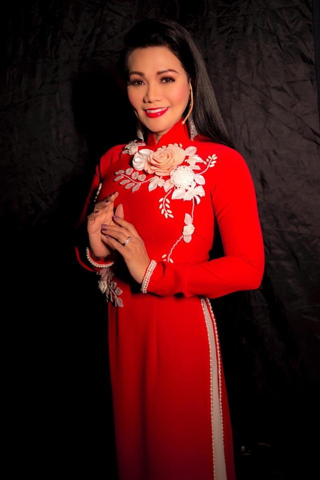 NSƯT Ngọc Huyền, Vân Trang, Thanh Trúc... nền nã với áo dài Việt - 7