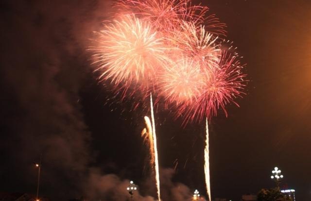 TPHCM bắn pháo hoa tại 7 điểm chào đón năm mới Canh Tý 2020 - 2