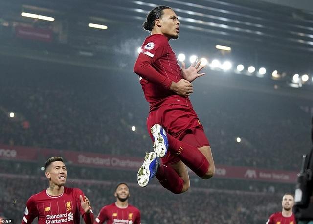 Van Dijk, Salah lập công giúp Liverpool nhấn chìm Man Utd - 1