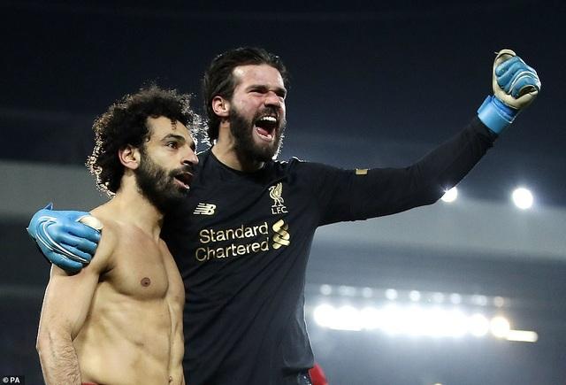 Van Dijk, Salah lập công giúp Liverpool nhấn chìm Man Utd - 2