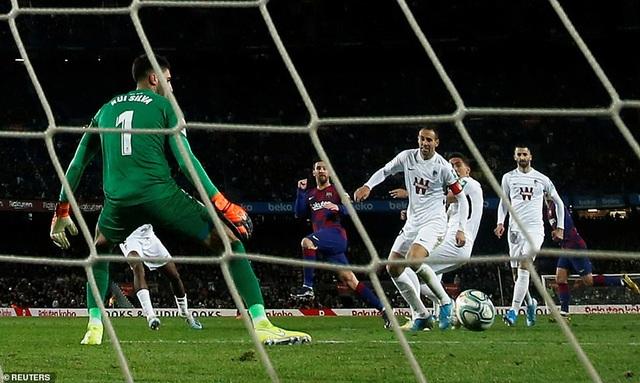 Messi ghi bàn, Barcelona giành lại ngôi đầu bảng từ Real Madrid - 2