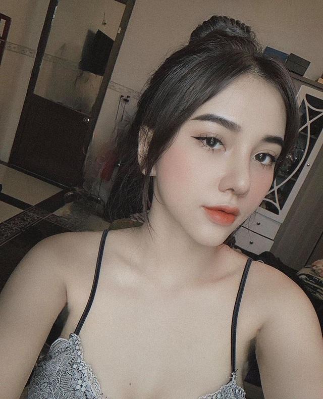 Bạn gái xinh đẹp Hoàng Đức gây sốt với góc nghiêng đẹp thần sầu trên báo Trung Quốc - 5