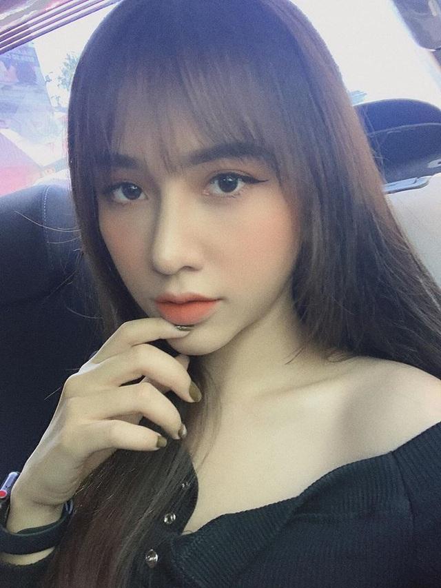 Bạn gái xinh đẹp Hoàng Đức gây sốt với góc nghiêng đẹp thần sầu trên báo Trung Quốc - 6