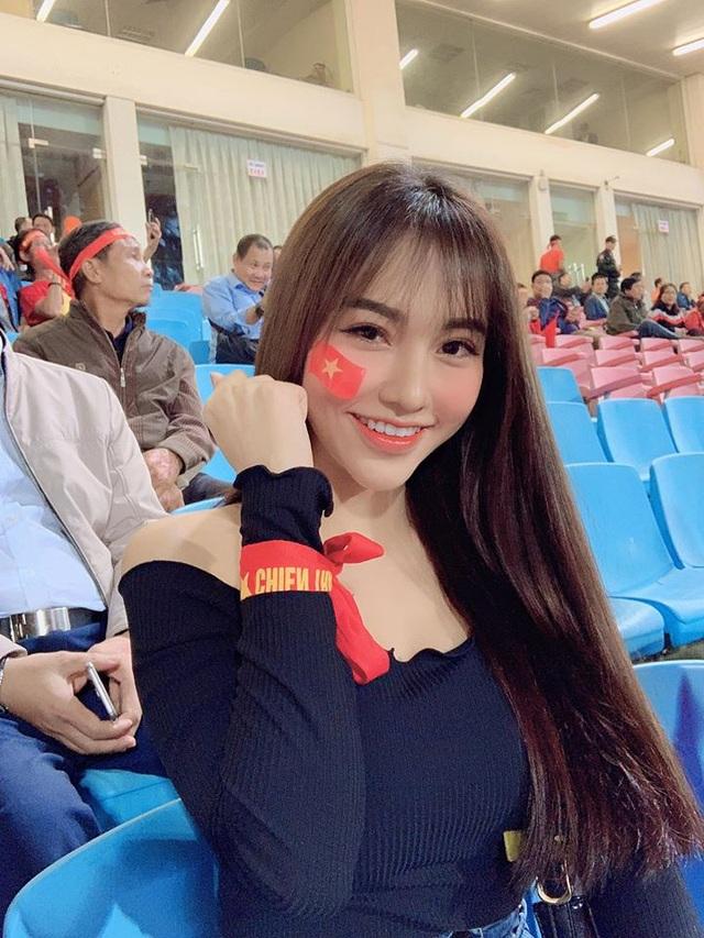 Bạn gái xinh đẹp Hoàng Đức gây sốt với góc nghiêng đẹp thần sầu trên báo Trung Quốc - 7