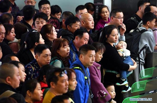 """""""Biển người"""" Trung Quốc trong cuộc di dân khổng lồ về nhà ăn Tết - 2"""