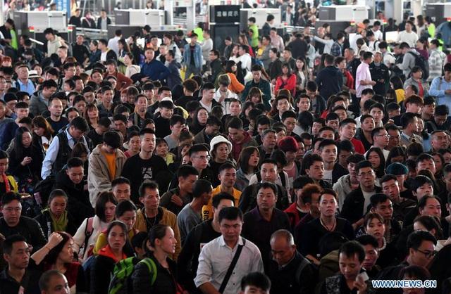 """""""Biển người"""" Trung Quốc trong cuộc di dân khổng lồ về nhà ăn Tết - 5"""