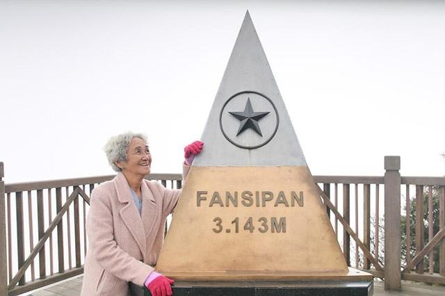 Cụ bà 81 tuổi leo 600 bậc đá, chinh phục Fansipan khiến dân mạng ngưỡng mộ - 4