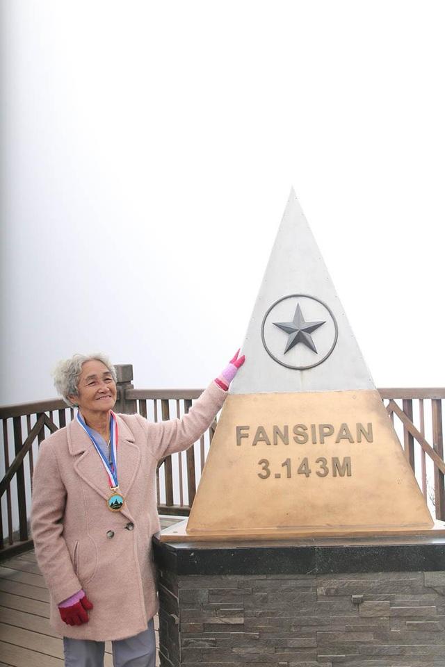 Cụ bà 81 tuổi leo 600 bậc đá, chinh phục Fansipan khiến dân mạng ngưỡng mộ - 6