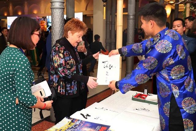 Phó Chủ tịch Quốc hội Đức vui mừng dự Tết cổ truyền của người Việt - 3