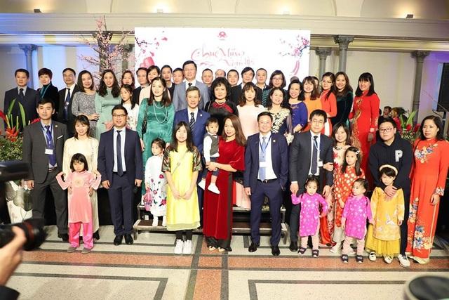 Phó Chủ tịch Quốc hội Đức vui mừng dự Tết cổ truyền của người Việt - 4