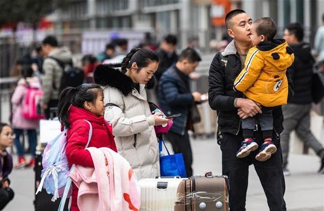 """""""Biển người"""" Trung Quốc trong cuộc di dân khổng lồ về nhà ăn Tết - 8"""