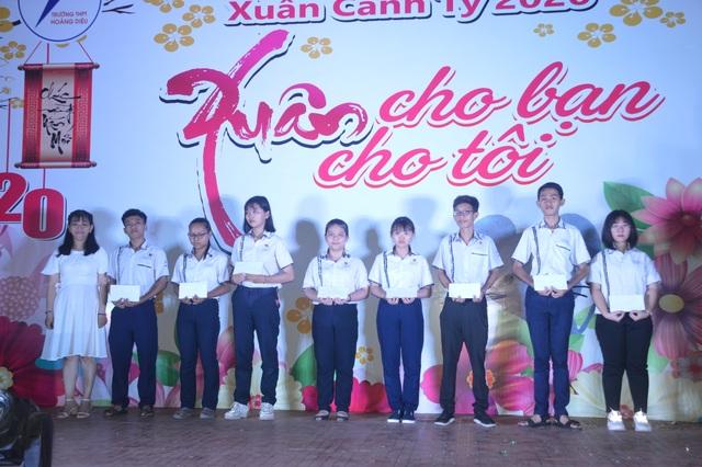 Trưởng tổ chức văn nghệ mừng Xuân gây quỹ giúp học sinh nghèo - 1