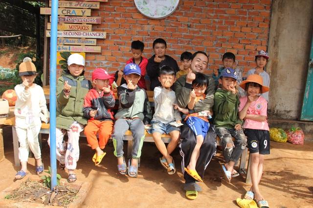 Chàng trai ung thư mở lớp học miễn phí cho trẻ em quê nghèo - 6