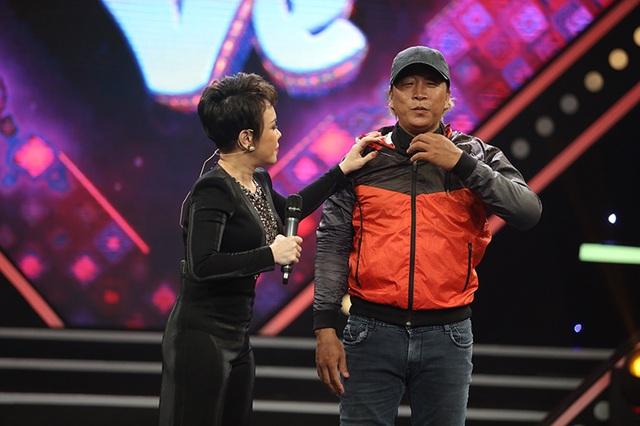 Việt Hương thót tim khi cascadeur Tuấn Voi 'bị cháy' trên sân khấu