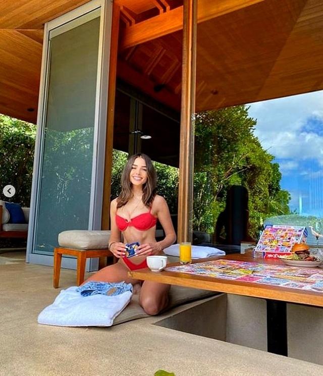 Hoa hậu Olivia Culpo bốc lửa với áo tắm đỏ - 4
