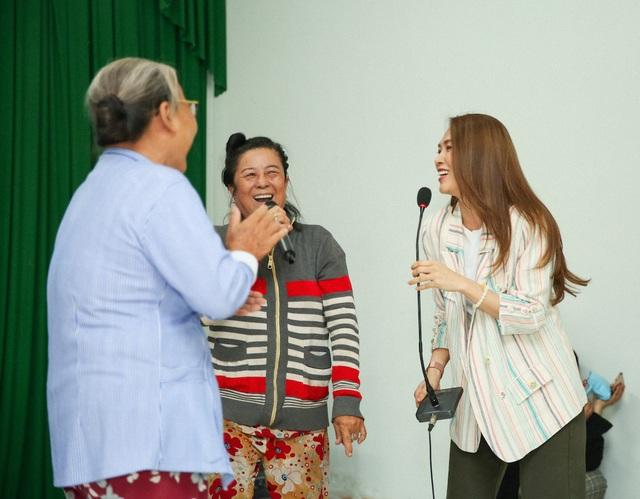 Ấm áp tình nghệ sĩ Việt dành cho người nghèo mùa Tết - 2